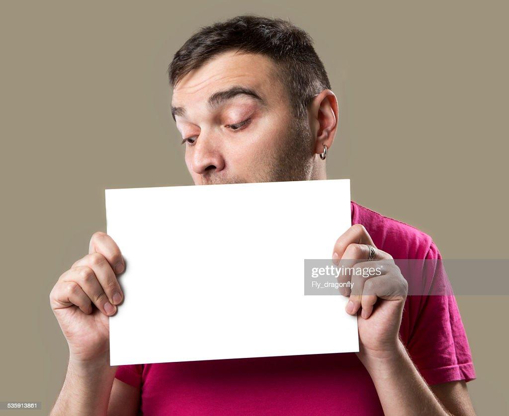 Homem feliz com placa branca : Foto de stock