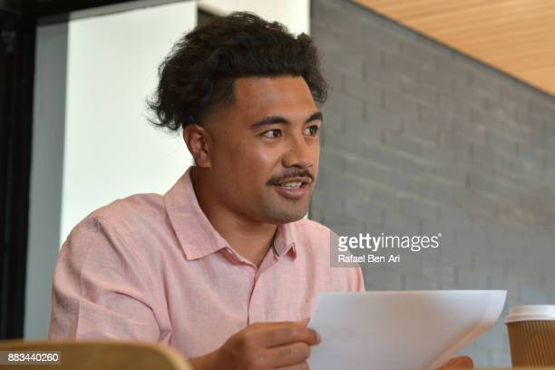 happy maori student man smile in university library - rafael ben ari stock-fotos und bilder