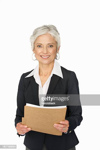 heureux mature femme d'affaires avec des documents sur fond blanc - directrice photos et images de collection