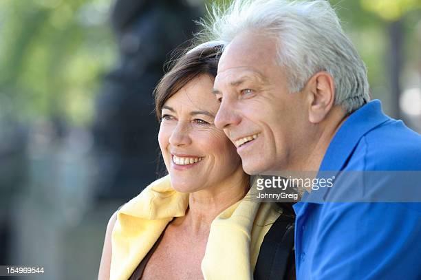 Glückliche ältere europäischer Abstammung Paar im Freien