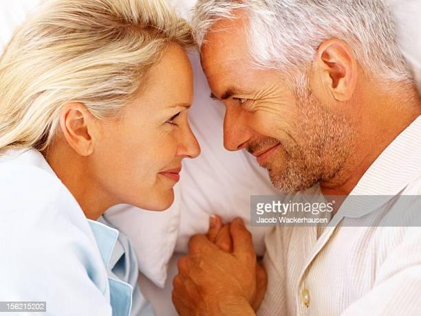 Gerne Älteres Paar im Bett