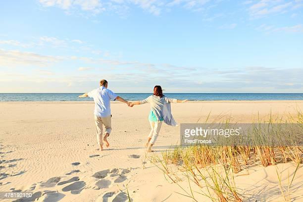 Gerne Älteres Paar im Freien am Strand