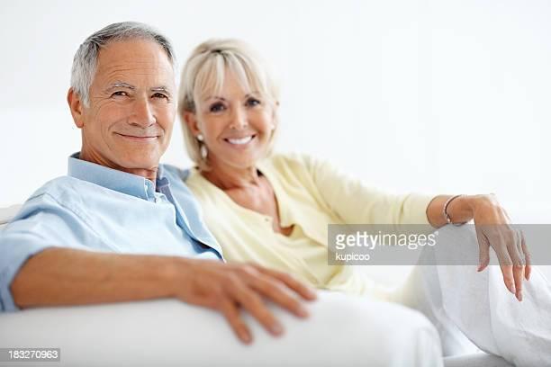 Glücklich Älterer Mann mit seiner Frau sitzen zusammen
