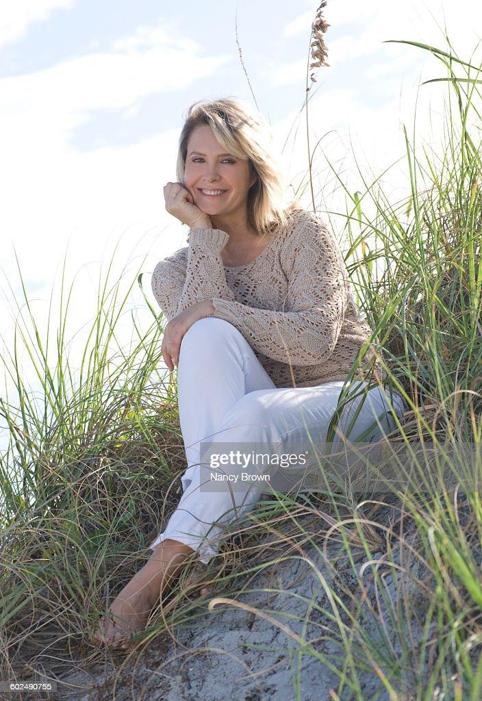 Mature dune women