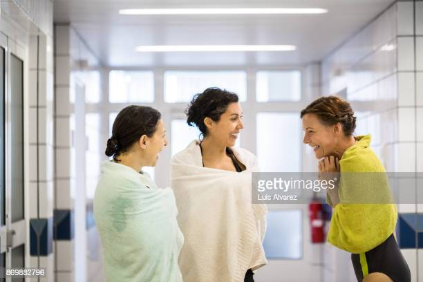 women talking to each other gym ストックフォトと画像 getty images
