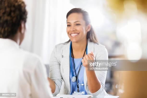 同僚と成人女性医師協議半ばハッピー