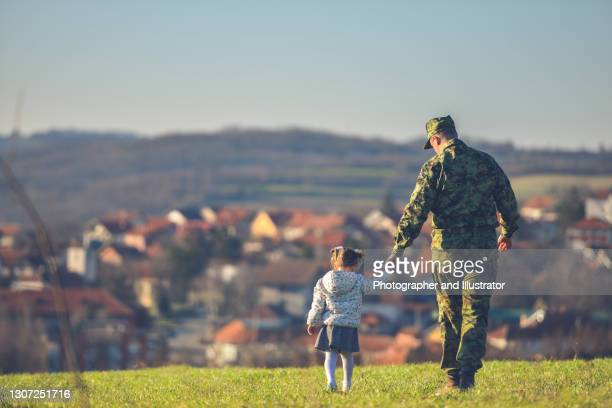 happy military father meeting with daughter after mission - military uniform stock pictures, royalty-free photos & images