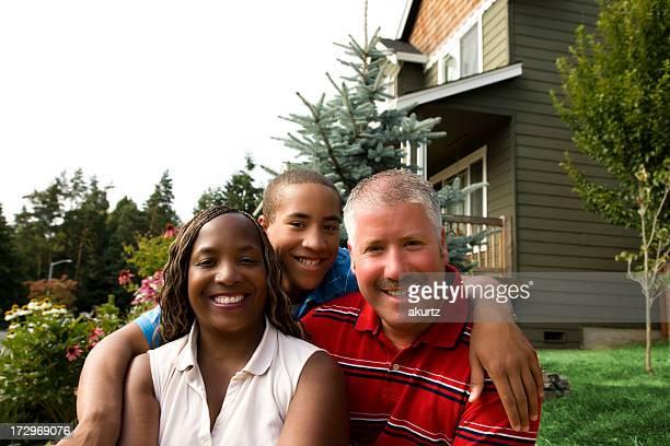 mixed race feliz casal e filho - aunt - fotografias e filmes do acervo
