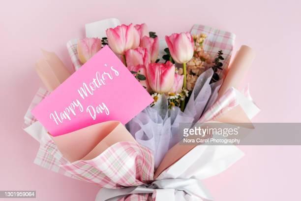 happy mother's day tulip bouquet - muttertag blumen stock-fotos und bilder