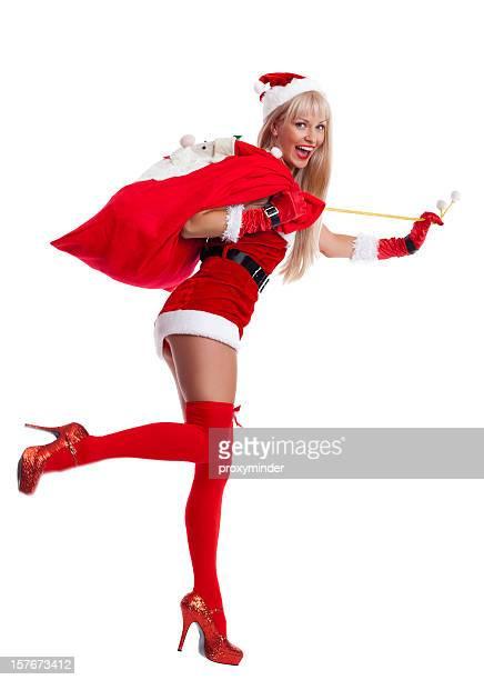 glückliche frau in santa claus mit tasche auf weiß - weihnachtsfrau stock-fotos und bilder