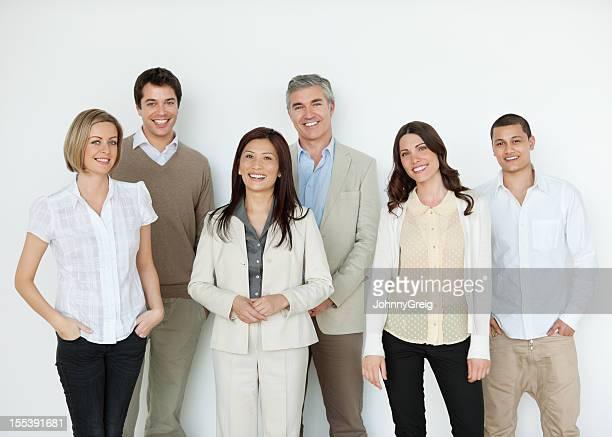 Felice Multi etnico uomini d'affari