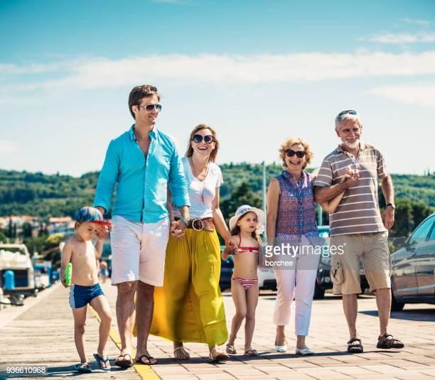 Glücklich Multi-Generationen-Familie in den Ferien
