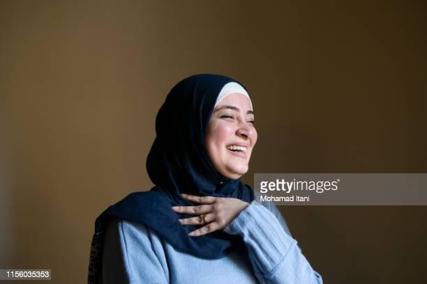 happy muslim woman laughing - libanon midden oosten stockfoto's en -beelden