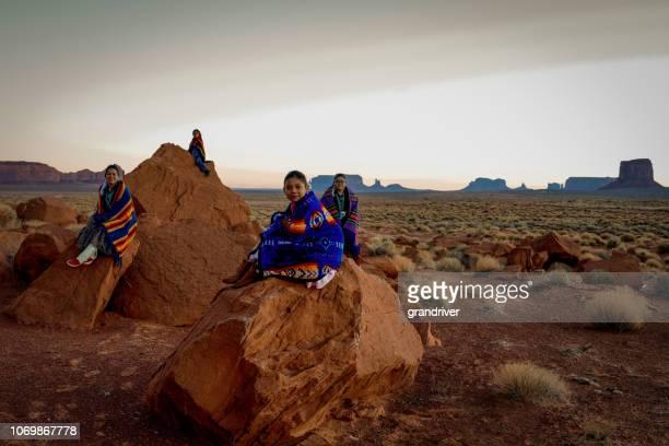 navajo familienglück - navajo kultur stock-fotos und bilder