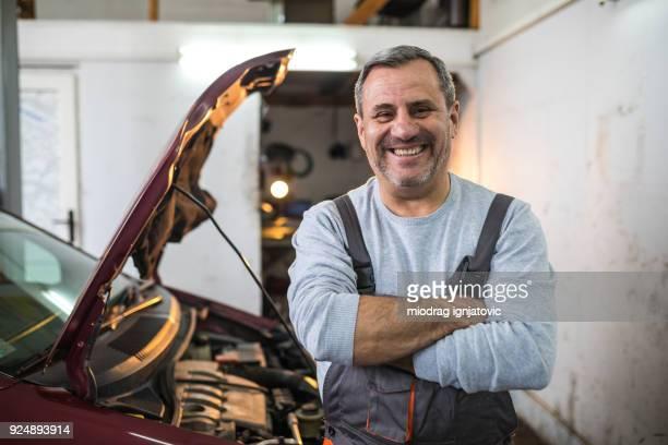 glücklich über seinen job - handwerker stock-fotos und bilder