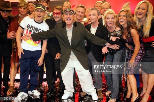 Happy Otto Wir haben Grund zum Feiern TVGala ShowFinale mit den Gratulanten Udo Lindenberg Kaya Yanar Paul Panzer Oliver Pocher Mario Barth Otto...