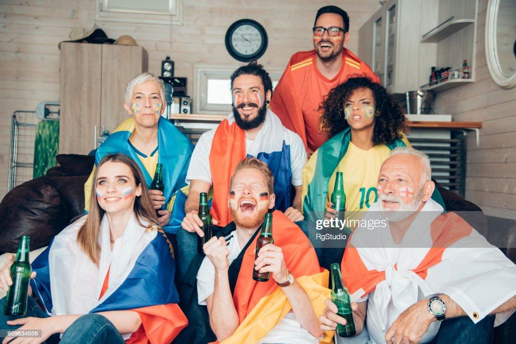 Glückliche Menschen gerade Fußball-WM : Stock-Foto