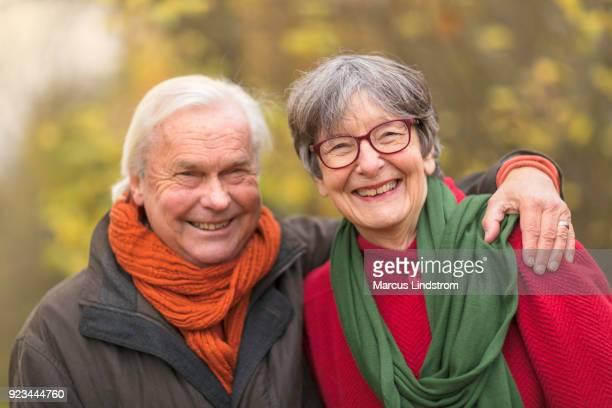 gelukkig portret - 65 69 jaar stockfoto's en -beelden