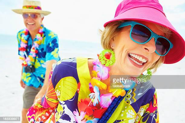 Glückliche ehemaliger Paar am Strand