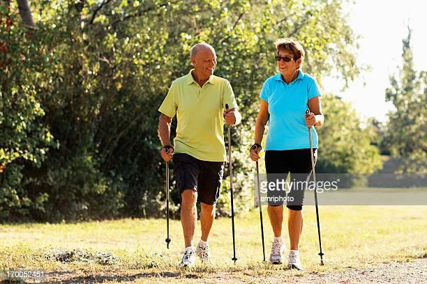 happy Rentner Sportwandern