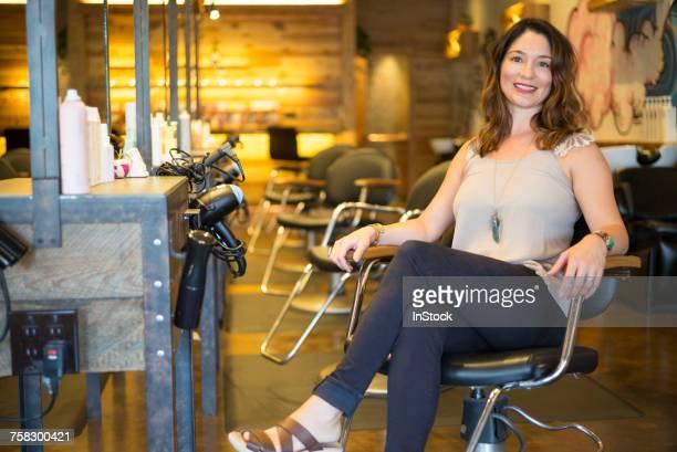 happy salon owner - schönheitssalon stock-fotos und bilder