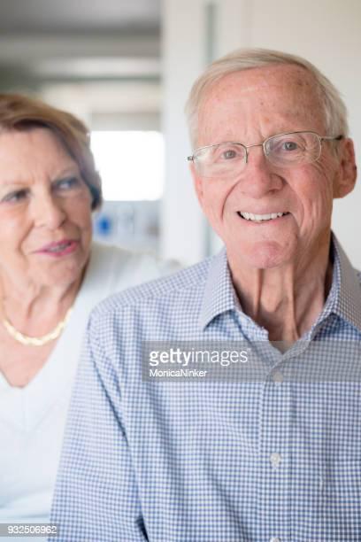 happy senior couple at home - mais de 80 anos imagens e fotografias de stock