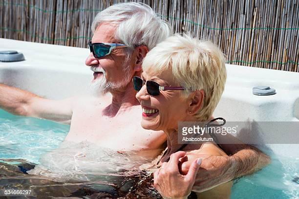 ハッピーな年配のカップルでお楽しみいただける夏 Vaccation ジェットバス、ヨーロッパ