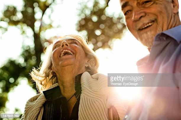 Glücklich altes Paar Genießen Sie den Tag zusammen