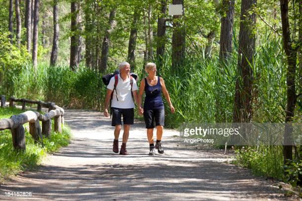 Glücklich altes Paar walking