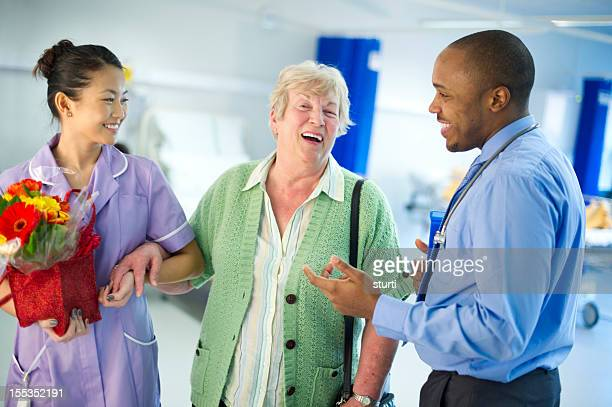 happy senior healthcare - outpatient care stock pictures, royalty-free photos & images