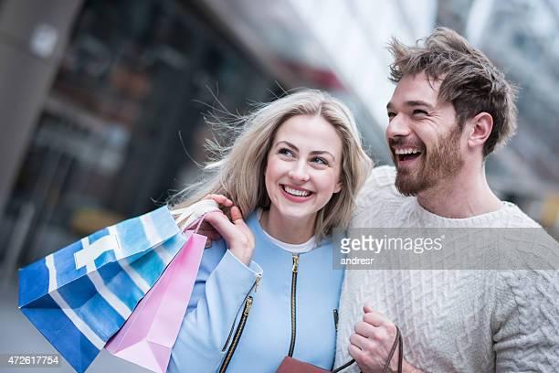 Happy shopping Paar
