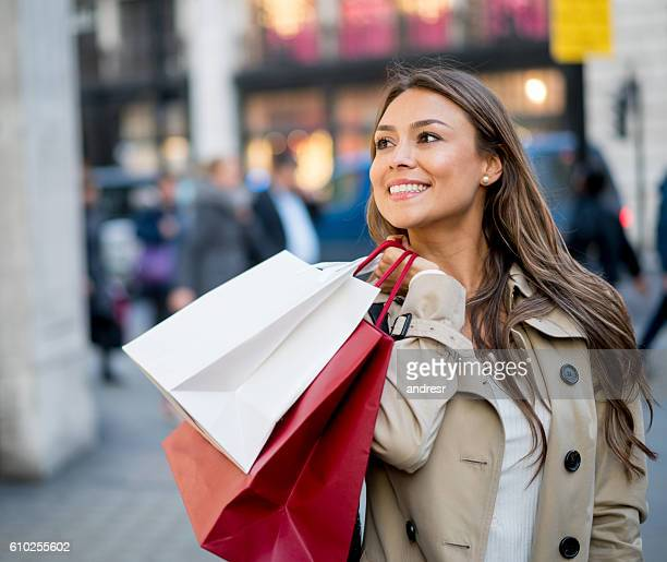 Happy shopping Frau
