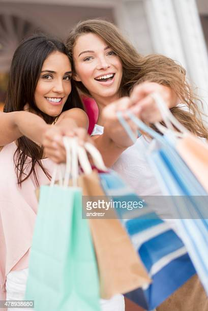 Glückliches Einkaufen Frauen