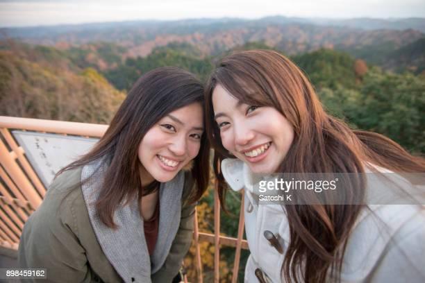Glücklich Schwestern Selfie Aufnahme am Observatorium