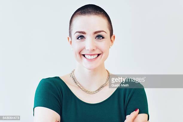 happy smiling young woman. - glattrasiert frau stock-fotos und bilder