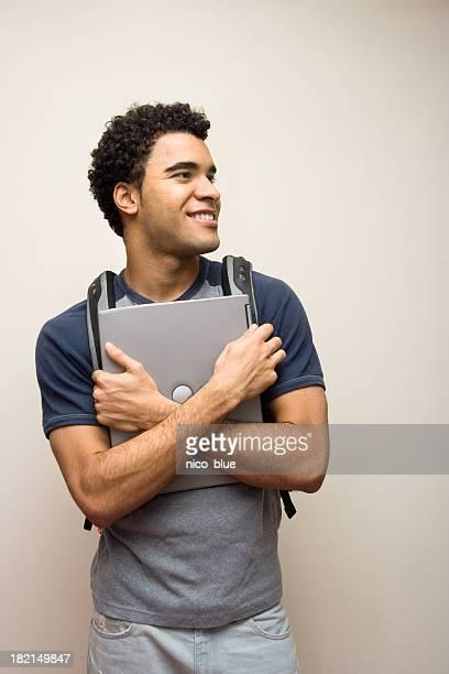 feliz estudante com laptop ii - só um homem jovem - fotografias e filmes do acervo