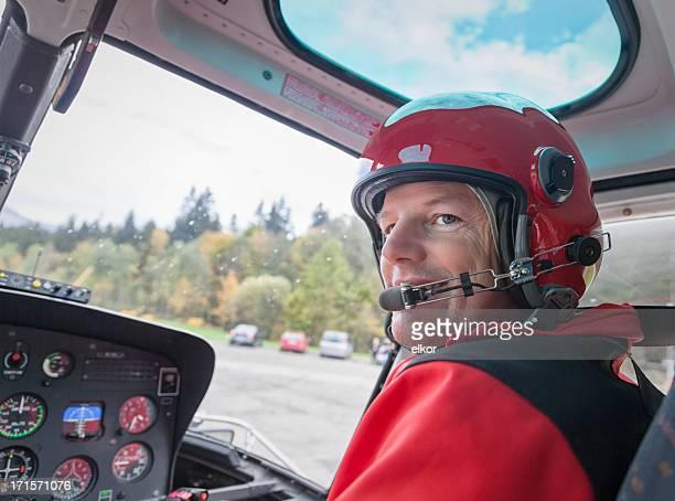 happy schweizer männliche pilot flug mit dem hubschrauber - pilot stock-fotos und bilder