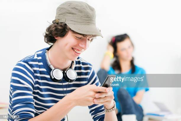 Heureuse Teen Boy SMS