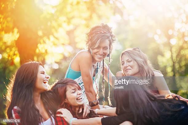 Heureux jeunes filles