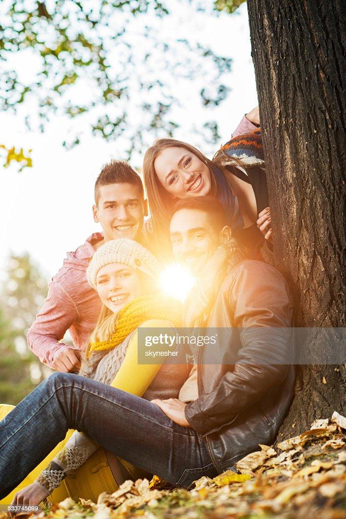 Adolescenti felici nel parco. : Foto stock