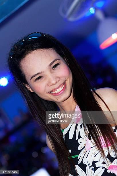 feliz tailandés y transexuales ladyboy en huahin - kathoey fotografías e imágenes de stock