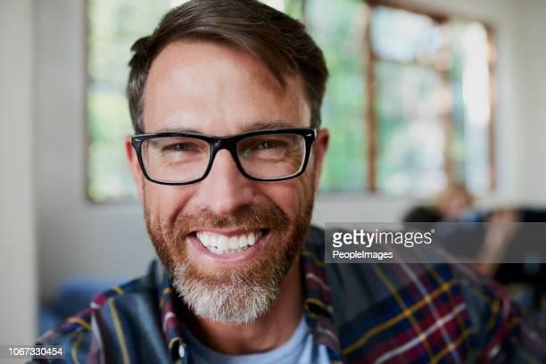 happy to be at home - barba por fazer imagens e fotografias de stock