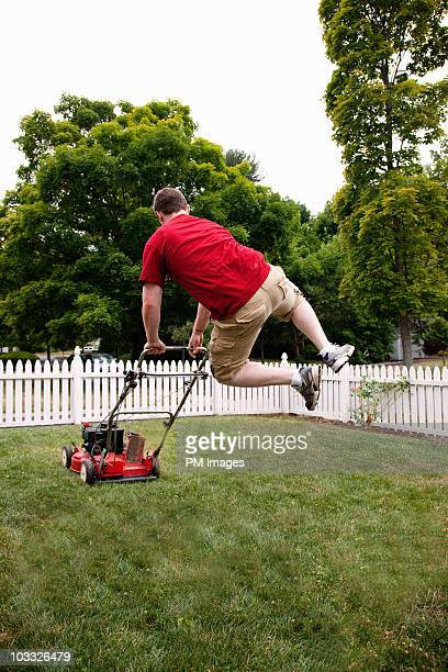 happy to be mowing - jardinier humour photos et images de collection