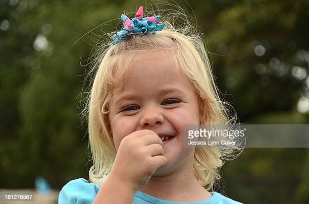 happy toddler girl - lynn pleasant photos et images de collection