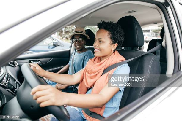 happy tourist couple - car insurance stock pictures, royalty-free photos & images