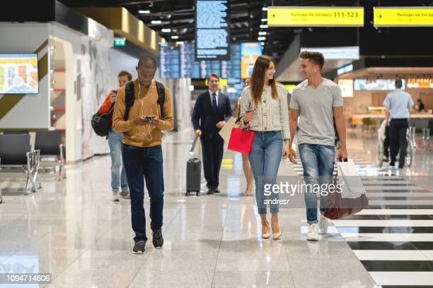 happy travelers at the airport - duty free stock pictures, royalty-free photos & images