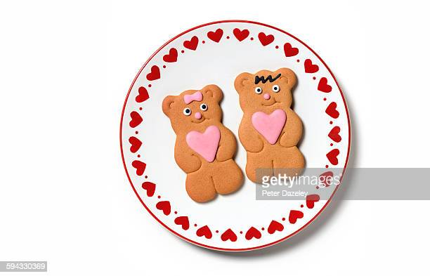 happy valentines day gingerbread couple - crockery stock pictures, royalty-free photos & images
