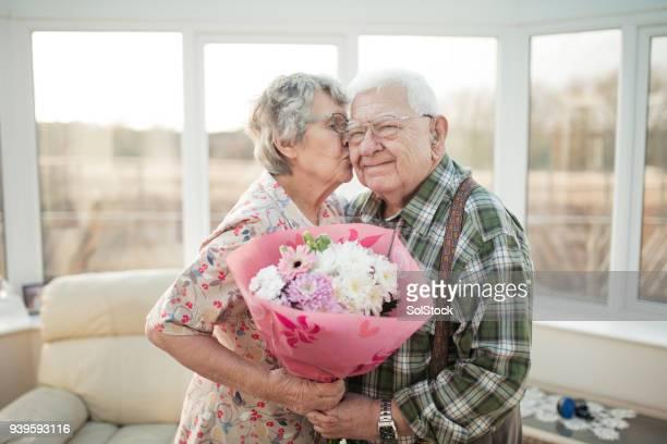 happy valentines day! - kussen met de mond stockfoto's en -beelden