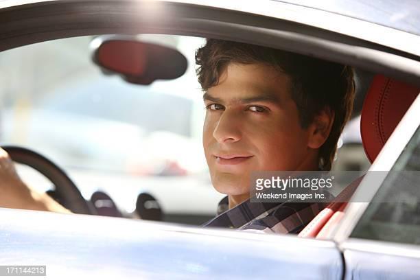 feliz com carro novo - transporte assunto - fotografias e filmes do acervo