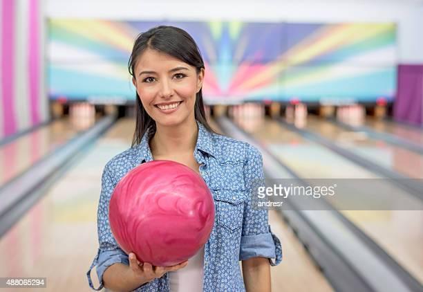 happy woman bowling - ボーリング場 ストックフォトと画像